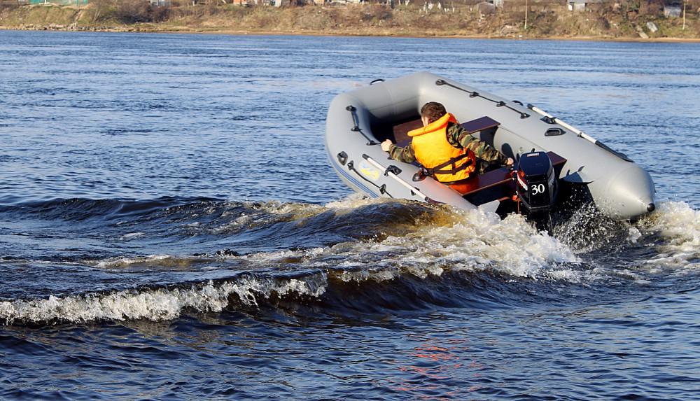 лодки да маторы ко  ним