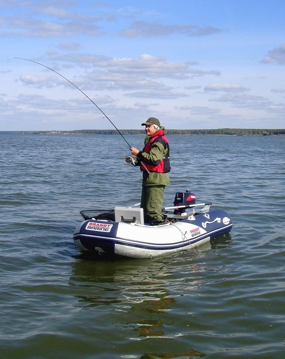 Спирино (ОВХ) Якут (Николай Анатольевич) зацепил сазанчика на 6 кг. Лодка Brandt Marine-300. Автор P.Ch (Петр).