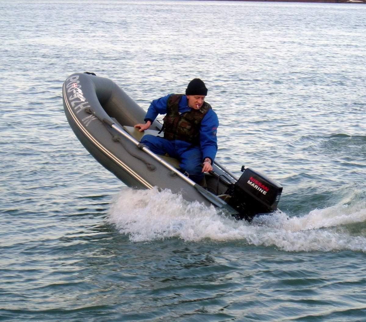 Река Обь. Лодка Кайман-285. Каряк (Алексей) стартует на рыбалку. Автор P.Ch (Петр).