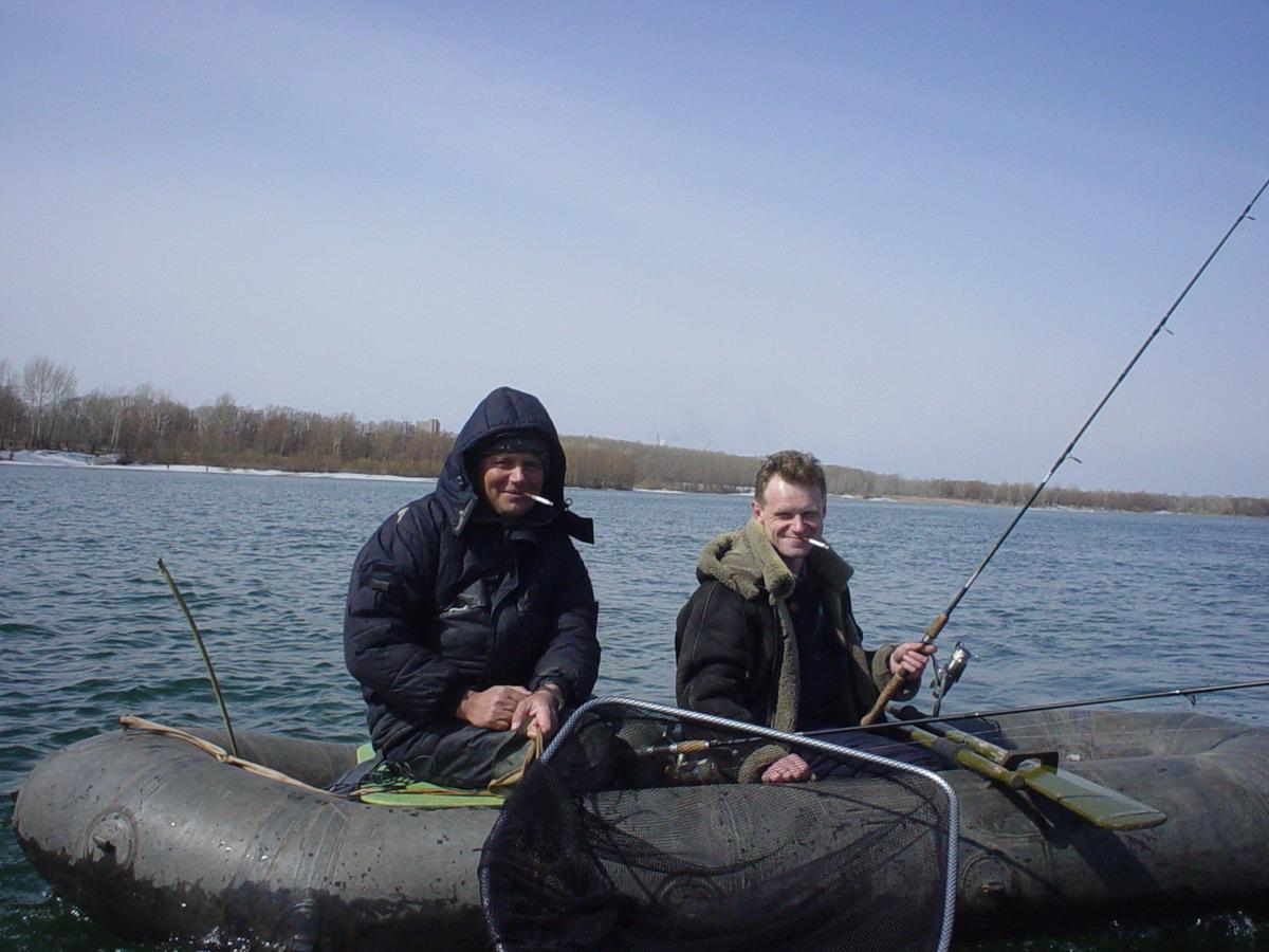 Рыба найдена по эхолоту(в носу лодки палочка - на ней датчик). БКБ & URY. Название лодки не помню... может Юра подскажет.